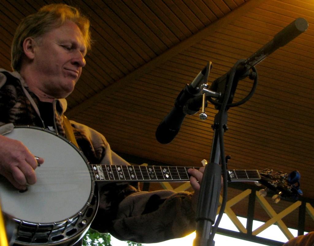 Dan Campbell on banjo
