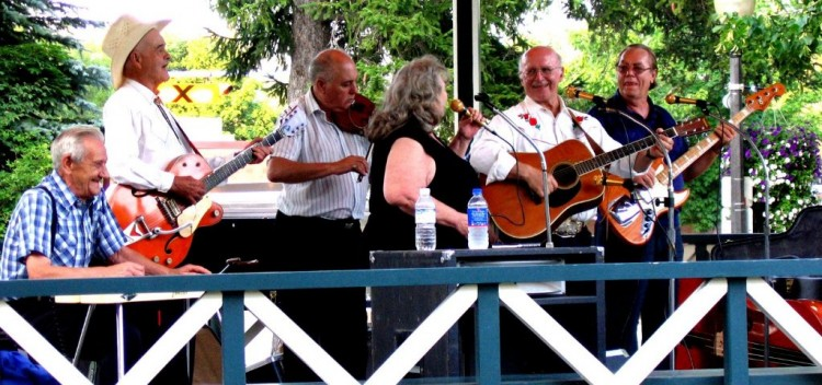 Lloyd Bank, Hugh Elder, Wayne Riehl, Lynn Russwurm, and guests