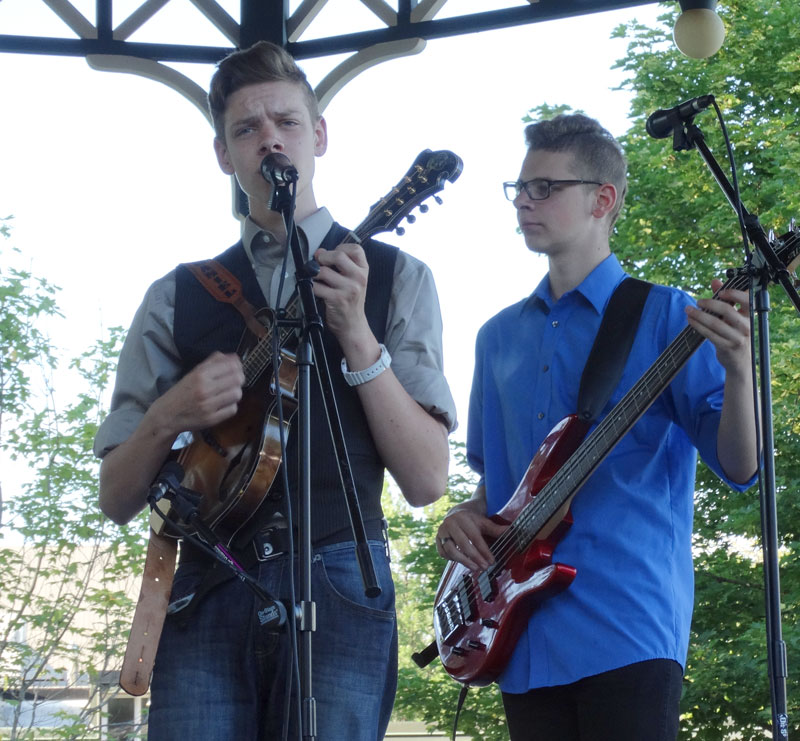 Nate & Joe Burie perform at Gore Park, Elmira, 2015